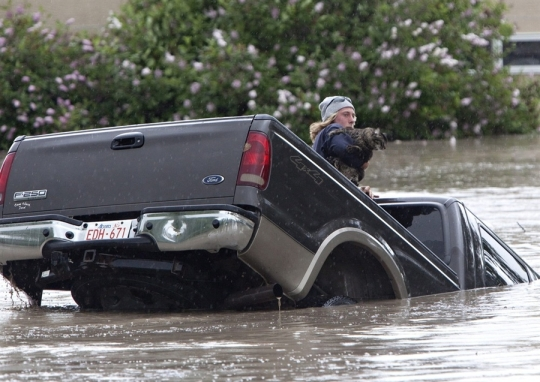 pb-130621-cat-floods-da-01.photoblog900