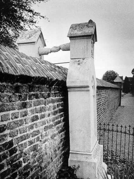 The-Graves-of-a-Catholic-woman-and-her-Protestant-husband