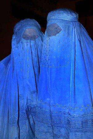 [Image: burqa_afghanistan_01.jpg?w=302&h=454]