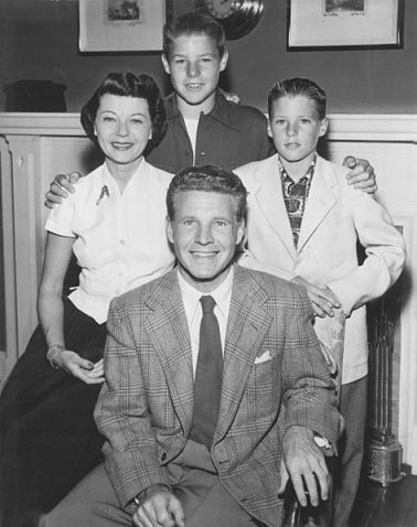 473px-Adv_of_Ozzie_and_Harriet_Nelson_Family_1952