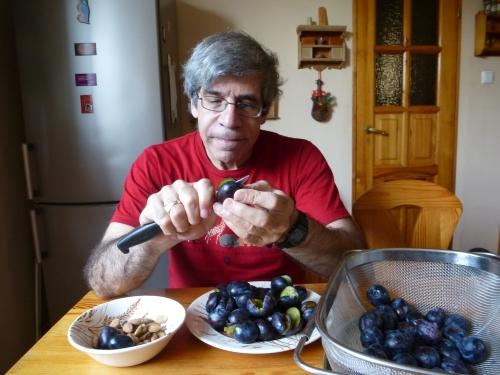 Peeling plums
