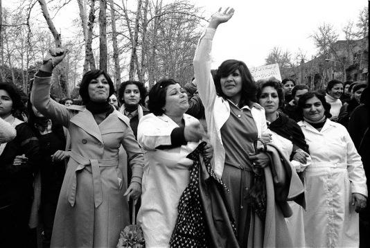 women_protesting_hijab_iran_2-1