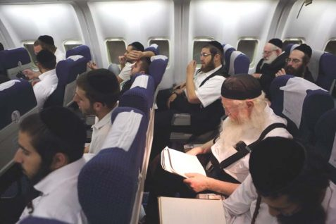 haredi-men-in-flight-477x318