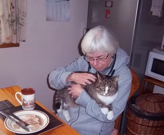 malgorzata-and-hili-at-the-kitchen-table